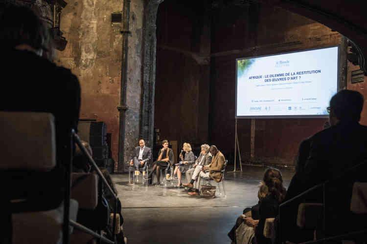 Didier Claes, Marie-Cécile Zinsou, Didier Rykner et Samuel Sidibé ont débattu de l'éventuelle restitution des œuvres d'art à l'Afrique lors d'échanges parfois vifs. Une conférence orchestrée par Maryline Baumard auThéatre des Bouffes du Nord, samedi5octobre.