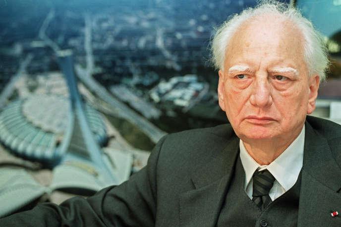 L'architecte Roger Taillibert, dans son bureau, à Paris, enoctobre 2001.
