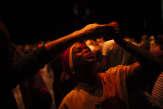En vidéo : les chorégraphes José Montalvo et Chantal Loïal font danser le public sur la scène de l'Opéra Bastille