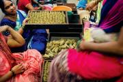 La fabrication des bidis est une tâche exclusivement féminine. Ici, dans un atelier d'emballage de Bombay.