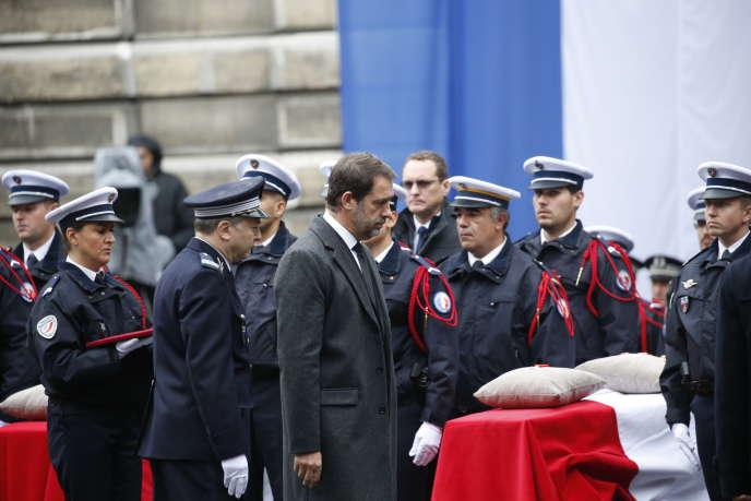 Christophe Castaner apresentou nesta cerimônia a Legião de Honra, postumamente, às quatro vítimas.