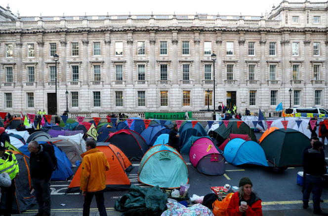 Rassemblement à l'initiative du mouvement Extinction Rebellion à Whitehall, le 8 octobre à Londres.