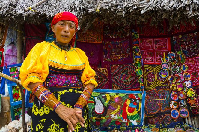 Une Kuna des îles San Blas (Panama). Les Kuna sont étudié dans« Les Sociétés matriarcales », d'Heide Goettner-Abendroth.