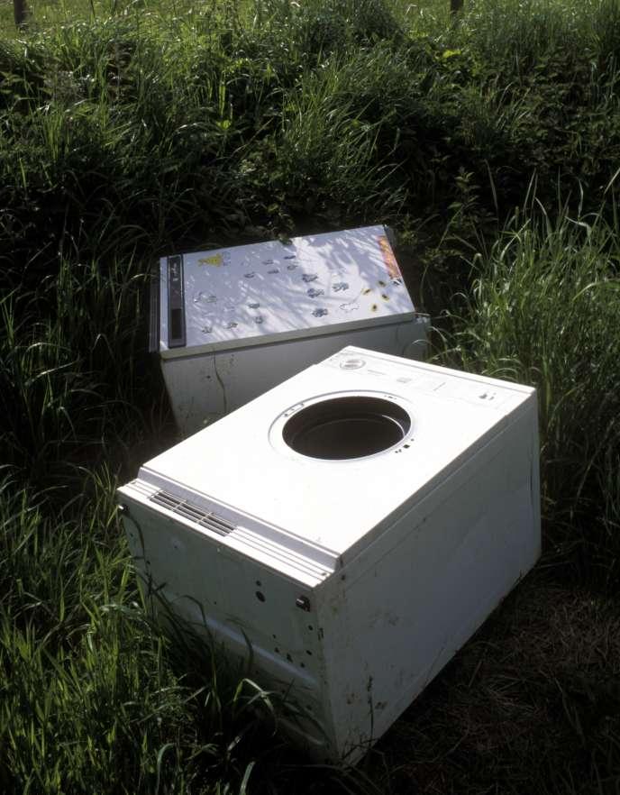 Des machines à laver abandonnées dans la campagne anglaise.