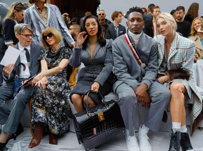 Andrew Bolton, Anna Wintour, Cardi B, Kollin Carter et Elsa Hosk en « front row » du défilé Thom Browne, le 29 septembre, durant la Fashion Week, à Paris.