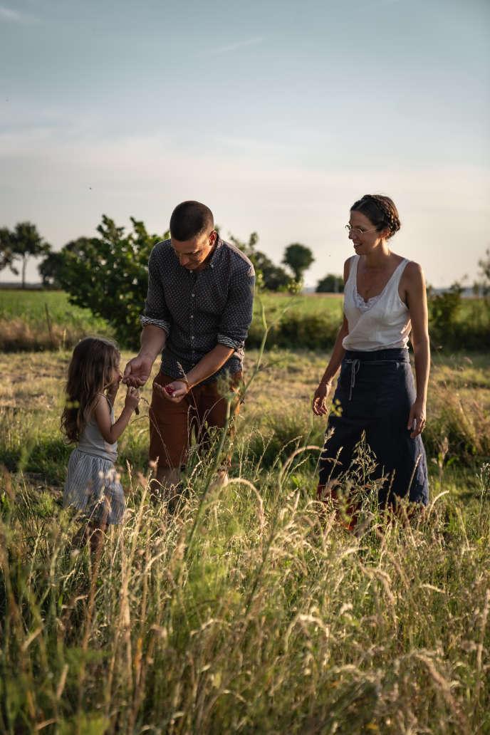 Claire et Adrien Poirrier, sur leurs terres.