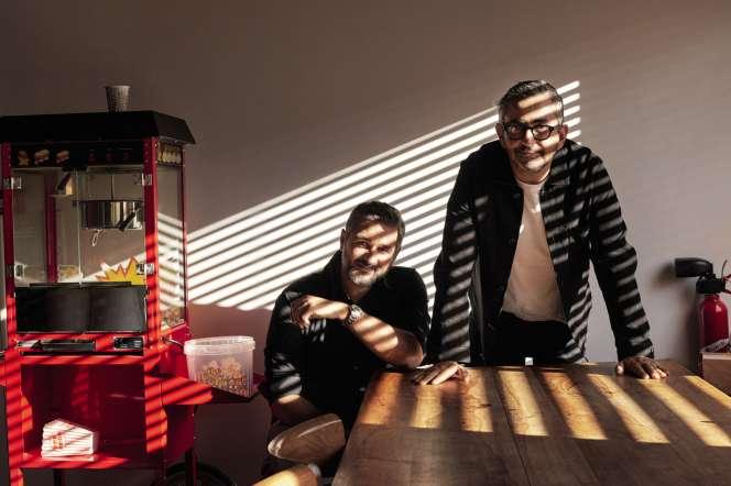 Olivier Nakache (à gauche) et Eric Toledano, dans leur bureau à Clichy, le 20septembre.