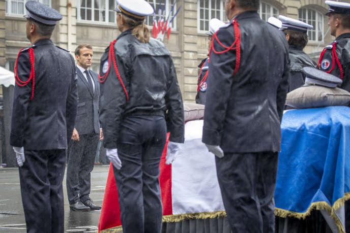 Emmanuel Macron participe à la cérémonie en hommage aux victimes de l'attaque terroriste du 04 octobre 2019 à la Préfecture de Police à Paris, mardi 08 octobre 2019