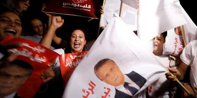 Des soutiens du candidat à la présidentielle tunisienne Nabil Karoui, mercredi 9 octobre au moment de sa libération.