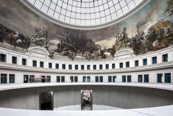 Le voile de béton du silo central avec la fresque restaurée, à la Bourse de commerce de Paris, le 25 septembre.
