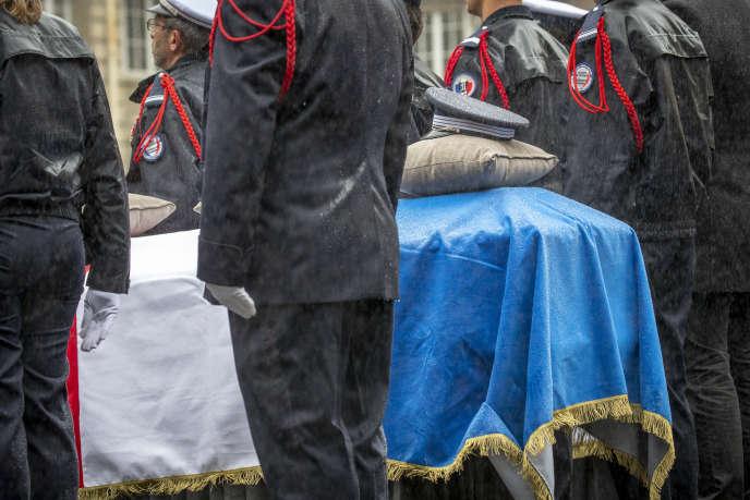 Cérémonie en hommage auxquatre victimes de la tuerie du jeudi 3 octobre, à la Préfecture de police, à Paris, le 8 octobre.