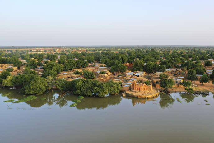 Vue aérienne de la mosquée de Ségou sur le fleuve Niger, dans le centre du Mali, en septembre 2019.