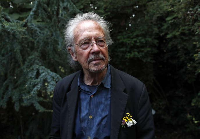 L'auteur autrichien Peter Handke dans sa maison, près de Paris, le 10 octobre 2019.