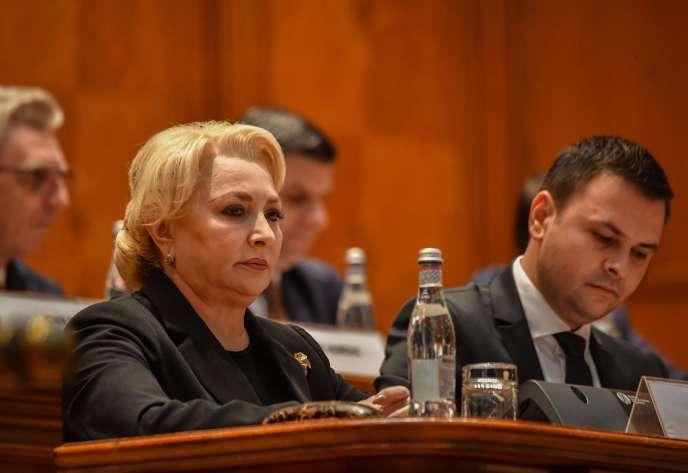 Viorica Dancila lors de l'examen de la motion de censure par le Parlement roumain, le 10 octobre à Bucarest.