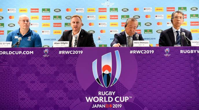 A la conférence de presse de World Rugby annonçant l'annulation des matchs, le 10 octobre 2019 à Tokyo.