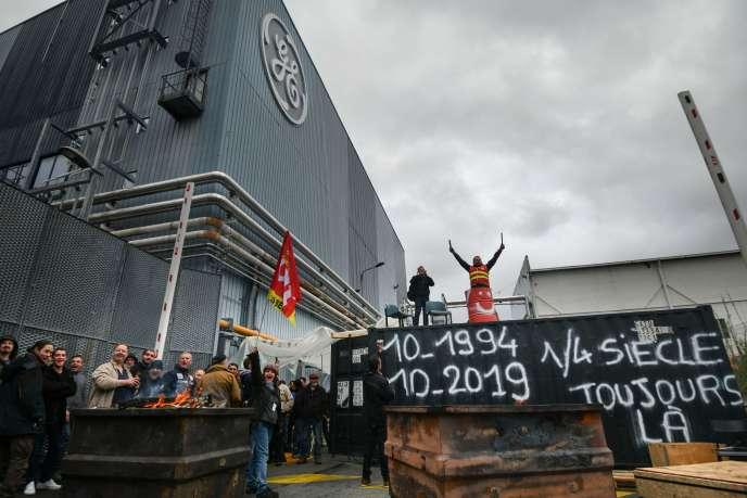 Devant le site de l'usine General Electric de Belfort, le 10 octobre.