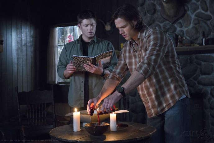 Dean Winchester (Jensen Ackles) et son frère cadet Sam (Jared Padalecki), les deux héros de la série«Supernatural».