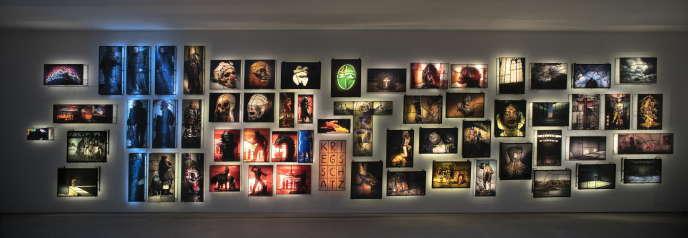 Vue de l'exposition «Vitraux mobiles» de Sarkis à la galerie Nathalie Obadia, à Paris.