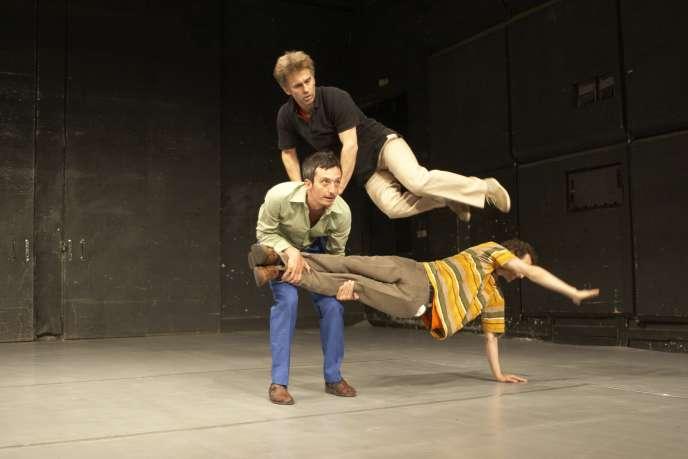 Création du spectacle «Sans» en 2000, avecThéo Kooijman, Laurent Pichaud et Olivier Schram.