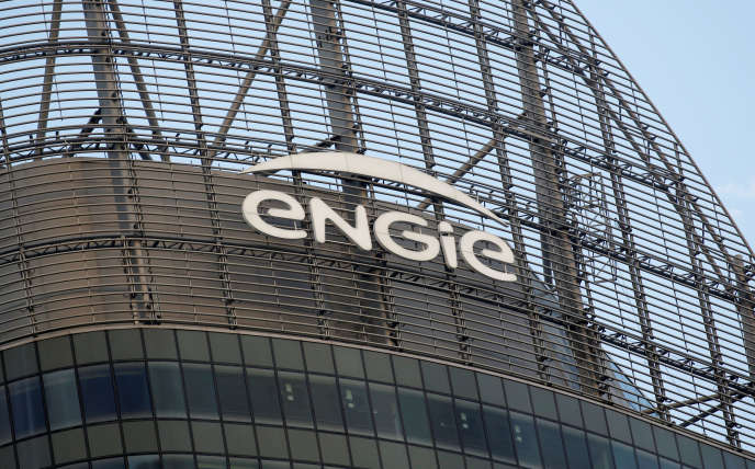 Un logo de la société énergétique française Engie est visible dans un immeuble debureaux du quartier d'affaires de la Défense, à Courbevoie, près de Paris, le12octobre2019.