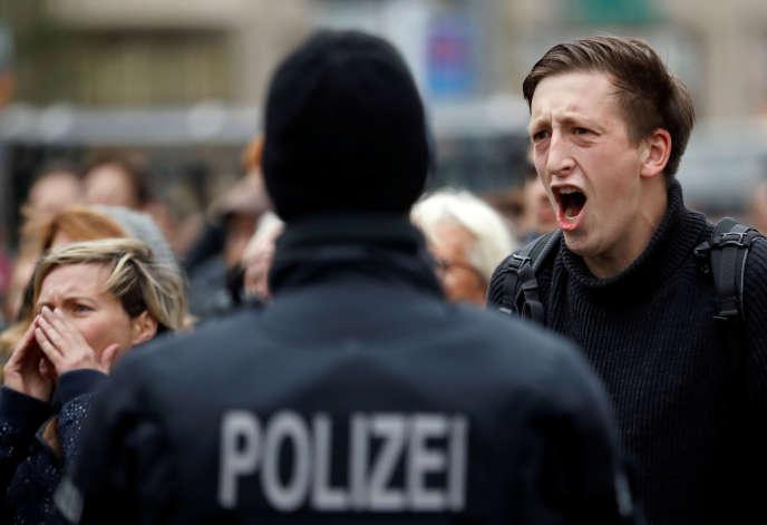 Rassemblement sur la place du marché de Halle après l'attentat, le 11 octobre.