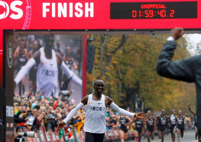 En terminant son marathon en moins de deux heures, Eliud Kipchoge «écrit l'histoire», même si son record ne sera pas homologué.
