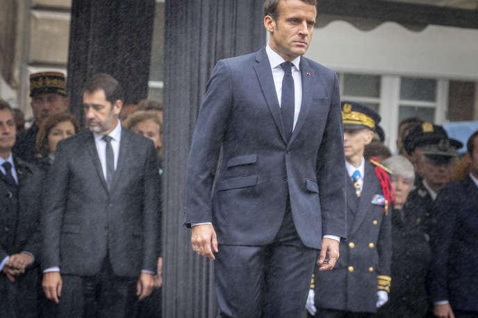 Emmanuel Macron et Christophe Castaner lors d'une cérémonie d'hommage aux victimes de l'attentat, à la Préfecture de police de Paris, le 8 octobre.