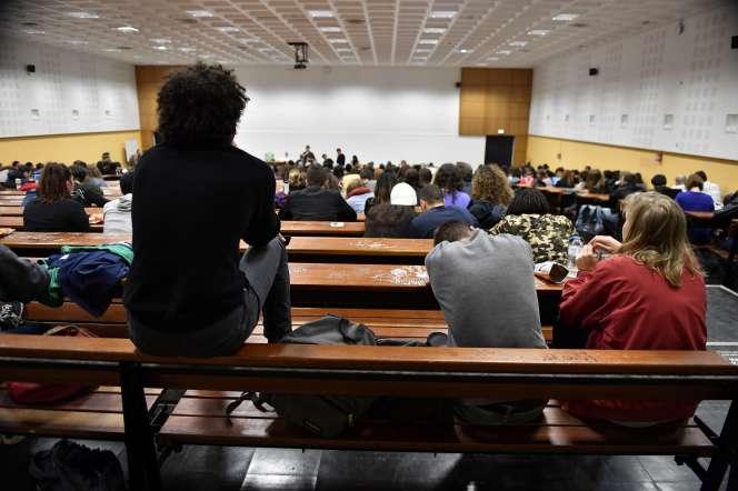 Une assemblée générale étudiante à l'université Paris, dans l'ouest parisien, en mai 2018.