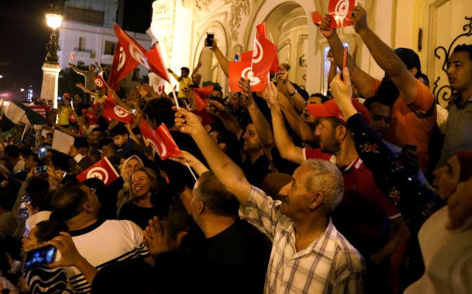 Dans les rues de Tunis, après le résultat de l'élection donnant Kaïs Saïed vainqueur de la présidentielle, le 13 octobre.