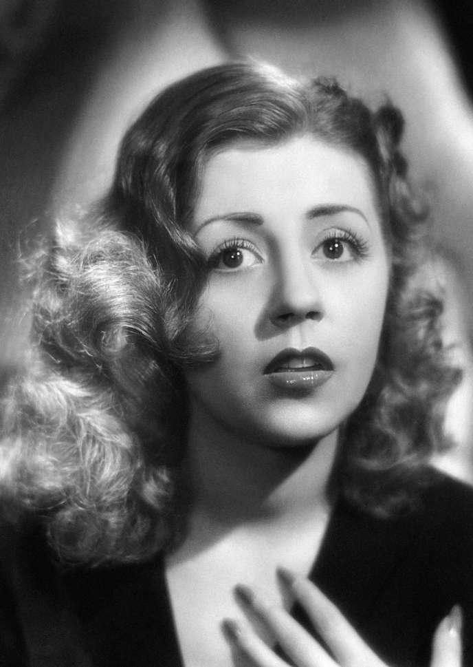 L'actrice Suzy Delair en 1950, photographiée par les studios Harcourt, à Paris.