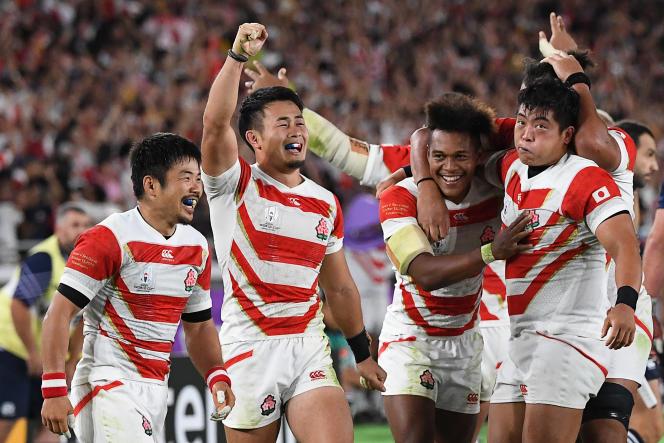 Après la victoire des Brave Blossoms face au XV du Chardon, le 13 octobre 2019 à Yokohama.