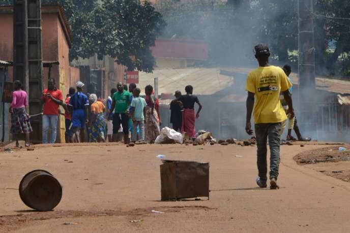 Lors de manifestations contre la possibilité d'un troisième mandat d'Alpha Condé à Conakry, le 14 octobre.