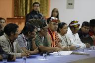 Des responsables indigènes lors des négociations avec le président Lenin Moreno à Quito, en Equateur, le 13 octobre.