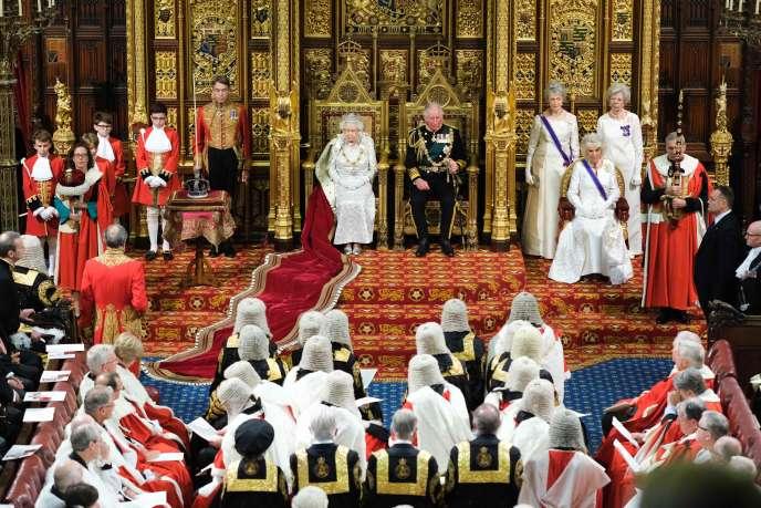 La reine Elizabeth II donne un discours à laChambre des lords à Westminster le14octobre.