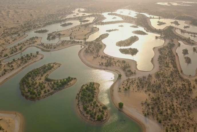 LesLacs d'Al Qudra dans le désert de Dubaï.