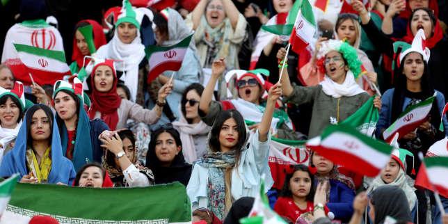 «Au stade, nous avons oublié toutes nos inquiétudes et notre désespoir»: les Iraniennes autorisées à assister à un match de football