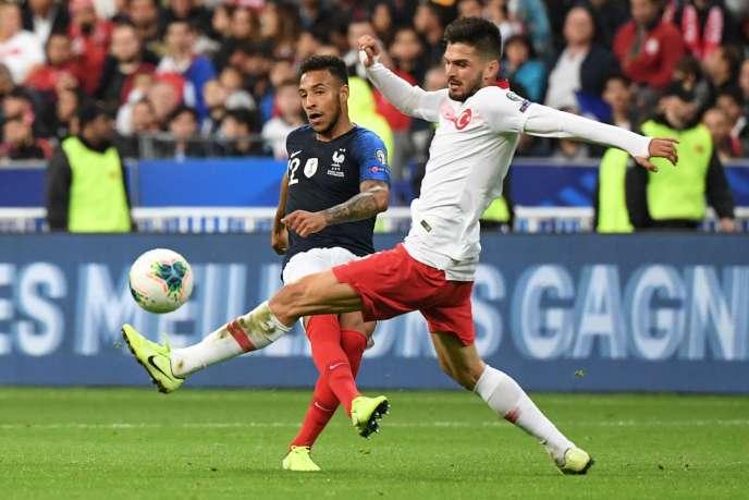 Corentin Tolisso et Okay Yokuslu durant le match de qualification du groupe H pour l'Euro 2020au Stade de France le 14 octobre.