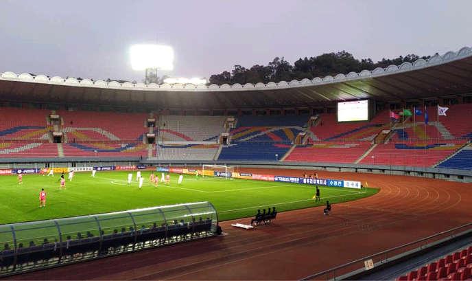 Image de la rencontre entre la Corée du Nord et la Corée du Sud, fournie par la fédération sud-coréenne de football, le 15 octobre, à Pyongyang.
