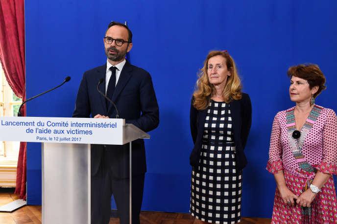 Lancement de la délégation interministérielle de l'aide aux victimes, par le premier ministre Edouard Philippe (à gauche), la ministre de la justice Nicole Belloubet (au centre), et Elisabeth Pelsez, nommée à la tête de la délégation. Le 12 juillet 2017, à Paris.