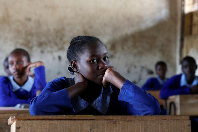 Une élève d'une école primaire de Nairobi, au Kenya, en octobre 2017.