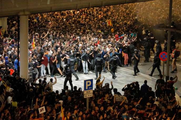 A l'extérieur de l'aéroport d'El Prat, à Barcelone, le 14 octobre.