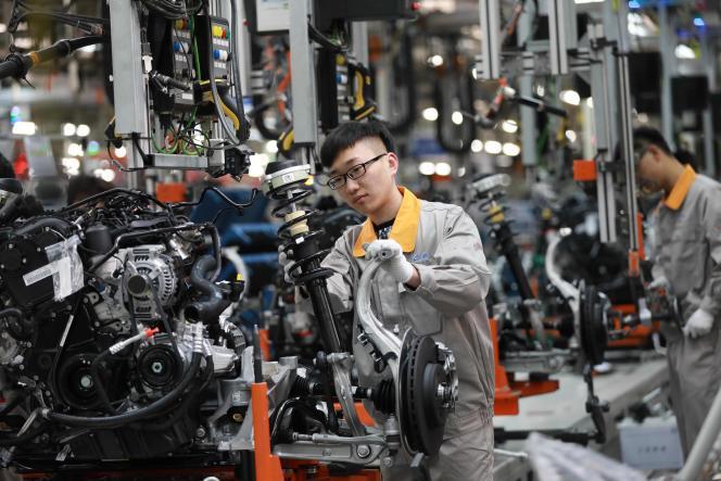 Des ouvriers du secteur automobile dans une chaîne de montage àChangchun, dans le nord de la Chine, en novembre 2017.