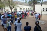 Des Mozambicains font la queue pour voter lors des élections présidentielle, législatives et provinciales à Maputo, le 15 octobre 2019.