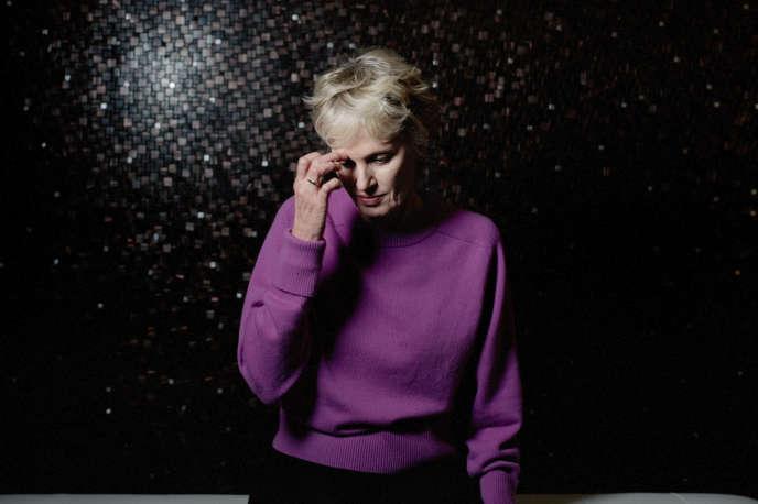 Siri Hustvedt est une écrivaine américaine, photographiée le 24 septembre, à Paris.