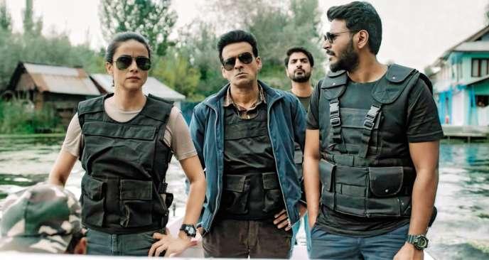 Dans The Family Man, une employée des services secrets indiens (incarnée par l'actrice Priyamani) critique la répression des musulmans au Cachemire.