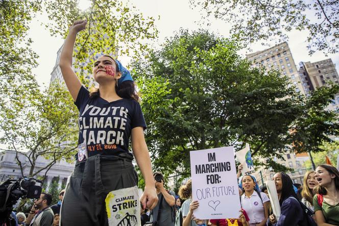 Jamie Margolin, lors d'une marche contre le réchauffement climatique, à New York, le 20 septembre.