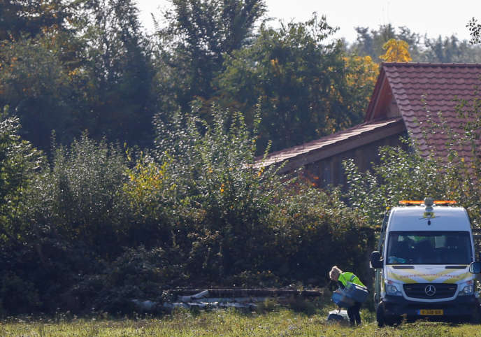 « Nous avons des raisons de croire que les personnes impliquées ne sont pas restées sur place contre leur volonté», a expliqué la police néerlandaise.