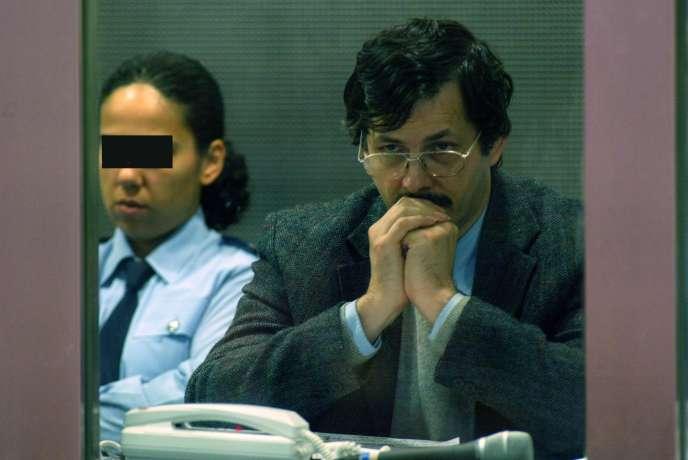 Le 22 juin 2004, le pédophile belge Marc Dutroux lors de son procès à Arlon.