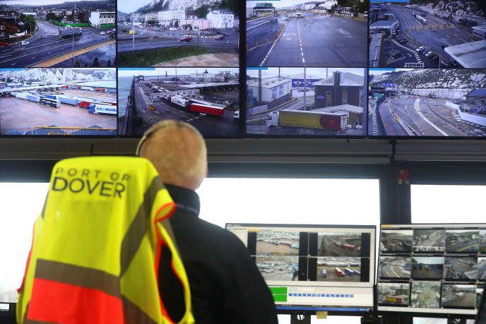 Dans la salle de contrôle du port de Douvres, le 11 octobre.
