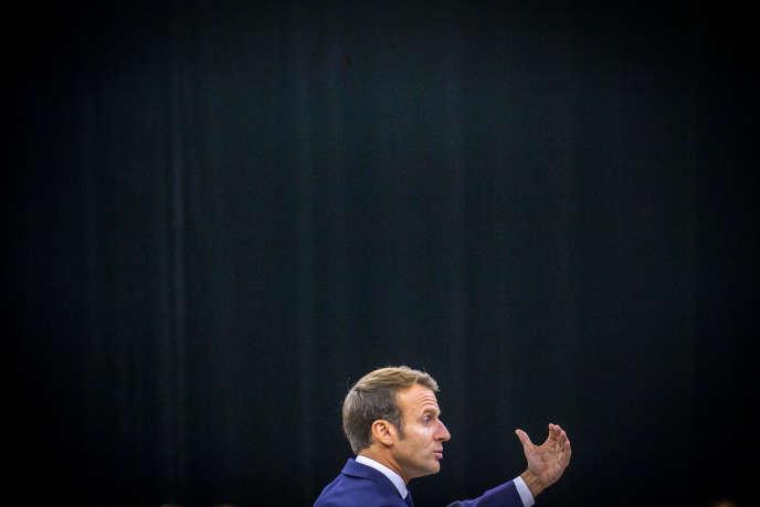 Emmanuel Macron participe à un débat sur le thème des retraites à Rodez (Haute-Garonne), le 3octobre.